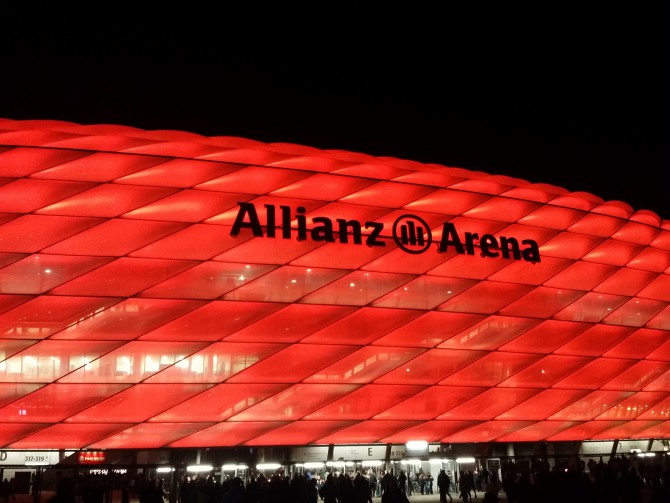 Allianz-Arena: Gerade bei Nacht ein faszinierendes Bild