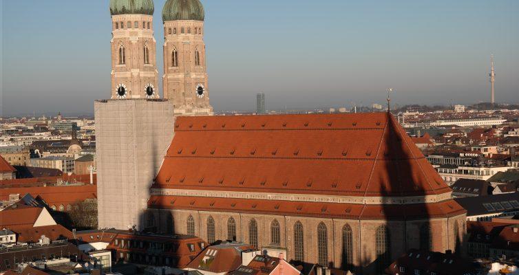München Sommer Veranstaltungen, Das Wahrzeichen München erkennt man an seinen wunderschönen Zwillingszwiebeltürmen